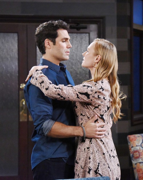 As they work on a project together, Dario continues to fall hard for Abigail.