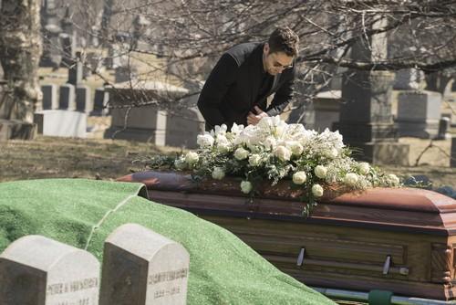 The Blacklist Season 3 Spoilers: Elizabeth Keen Returns From The Dead - Megan Boone Back Next Season or in Finale?