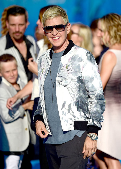 Ellen DeGeneres Seen Smiling, Not Wearing Wedding Ring Amid Divorce Rumors Awesome Ideas