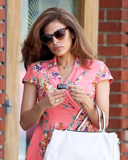 Ryan Gosling Seeing Ex-Girlfriend Sandra Bullock Behind Eva Mendes' Back?