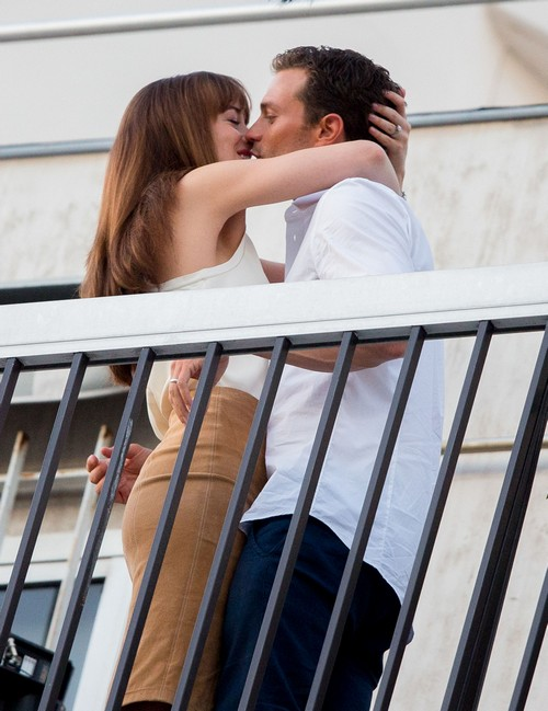 '50 Shades Darker' Jamie Dornan and Dakota Johnson Show Major Sex Appeal, Chemistry In Paris Photos