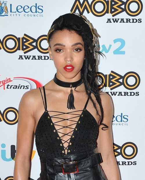 FKA Twigs Puts Her Career Before Robert Pattinson's - Still Using RPatz at MOBO Awards?