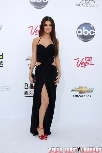 Celebs Arriving At The 2011 Billboard Music Awards - Photos