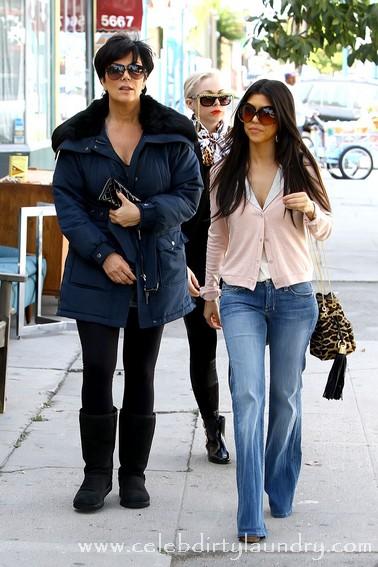 kardashians shop 220311