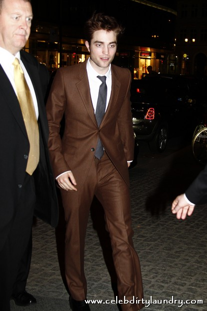 Robert Pattinson Arriving at Borchardt Restaurant In Germany