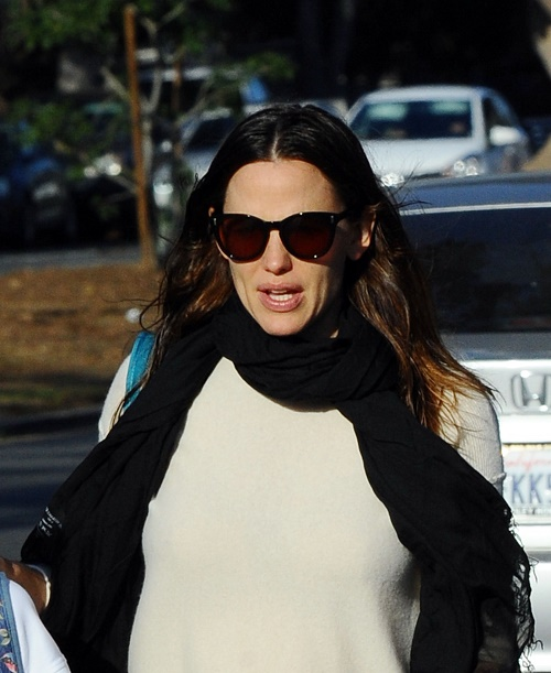 Jennifer Garner Plastic Surgery and Frozen Face: Trying To Keep Looking Young?