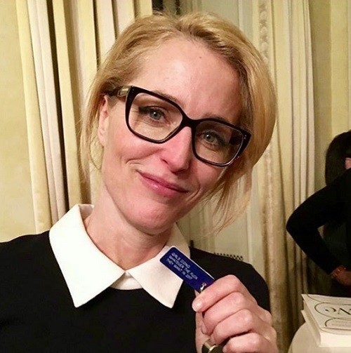 Gillian Anderson Fights For Gender Equality On X-Files Set: Deserves Same Pay As David Duchovny!