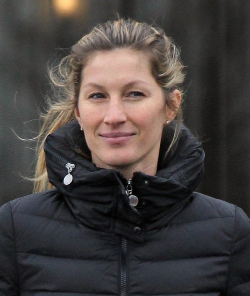 Gisele Bundchen Caught Sneaking into Plastic Surgery Office In a Burqa – Hypocritical Supermodel NOT All Natural