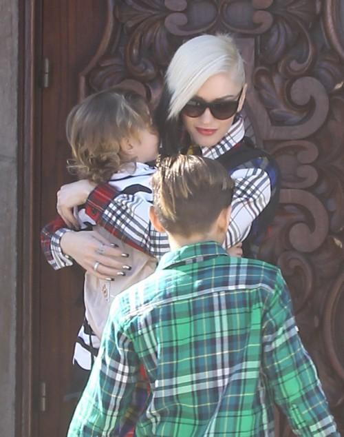 Gwen Stefani Rubs Blake Shelton Relationship In Gavin Rossdale's Face: Couple Seen In Public With Kids