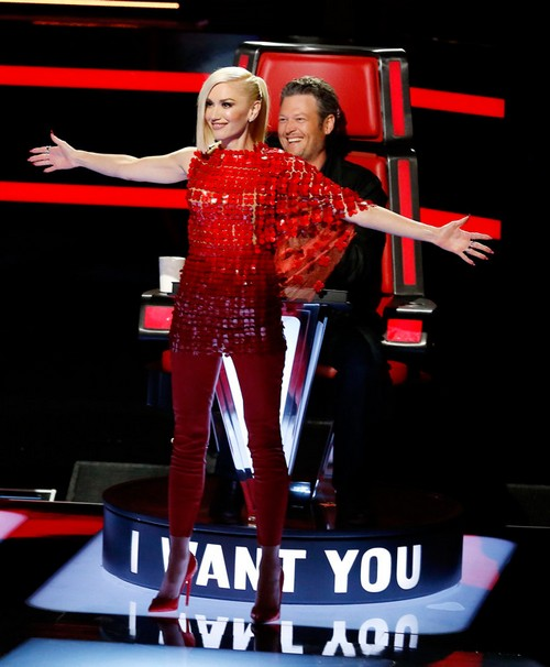 Gwen Stefani standing in front of Blake (who is in his chair), from an earlier season.