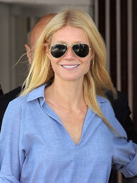 Gwyneth Paltrow Claims She Can Alter The State Of Water Molecules With Her Negative Energy - Complete Idiot?