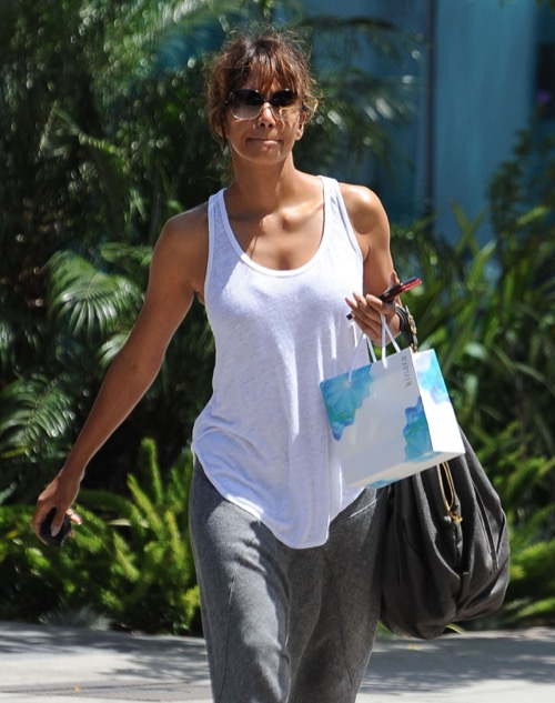 Halle Berry at 50 Years Old: Actress Desperate For A Boyfriend, Career In Crisis?