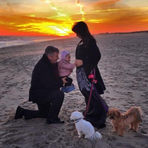 Alec Baldwin and Hilaria Baldwin Expecting Second Child - Baby Bump PHOTO