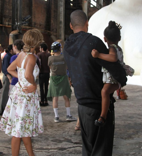 Pregnant Beyonce Divorce Update: Jay-Z Cheating - Family Pictures Distract From Rumors (PHOTOS)