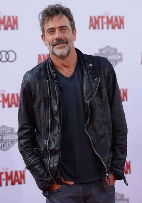 Jeffrey Dean Morgan Cast As Negan on The Walking Dead: SPOILERS - Villain Arrives in Season 6 Finale