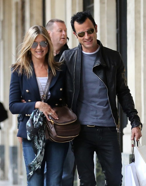 Jennifer Aniston Married and Adopting a Child: Sandra Bullock Mentors New Mom?