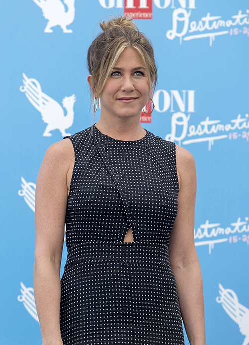 Jennifer Aniston Bashes Angelina Jolie Cheating With Brad Pitt Again: Cries Over Heartbreak At Giffoni Film Festival