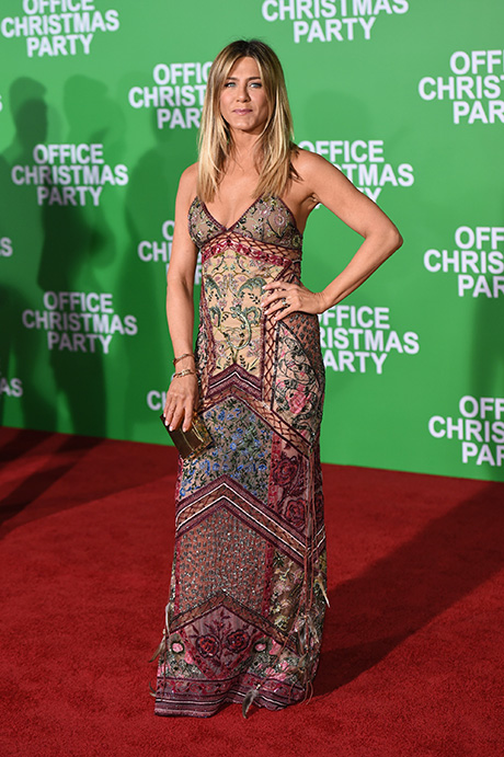 Jennifer Aniston Urged To Quit Hollywood: 'Office Christmas Party' Panned By Critics, Latest Movie Flops?