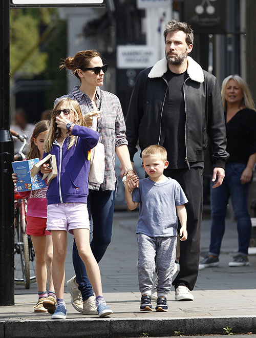 Jennifer Garner and Ben Affleck Marriage Reunion PR Stunt: Promote 'Mother's Day' And 'Justice League' Movies (PHOTOS)