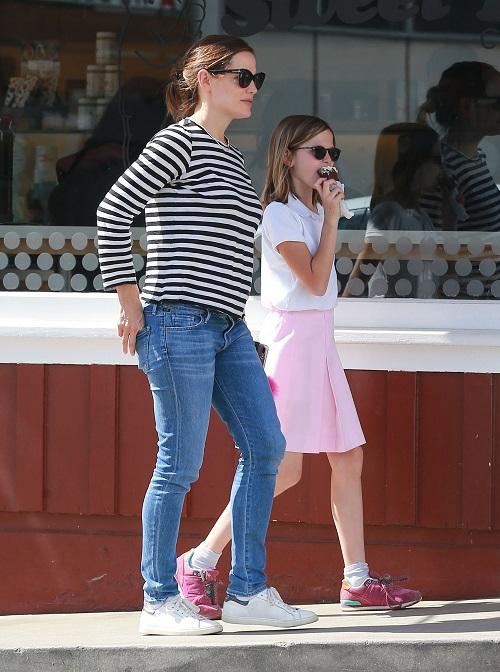 Jennifer Garner Pregnant And Alone Following Ben Affleck Divorce?