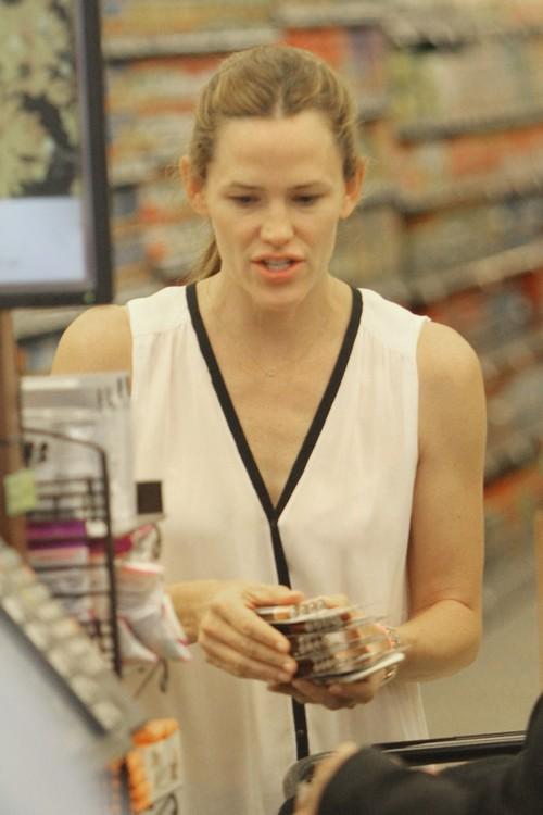 Jennifer Garner and Ben Affleck Divorce Off: Couple Back Together, Go Shopping Like Happy Couple? (PHOTOS)