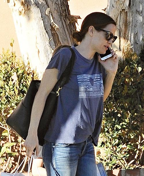 Jennifer Garner Divorce From Ben Affleck On: Refuses To Wear Wedding Ring In Public!