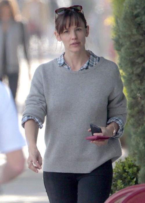 Jennifer Garner, Ben Affleck Divorce Rumors: Jennifer Finally Getting Chance To Work, Ben Stuck Home, Upset?
