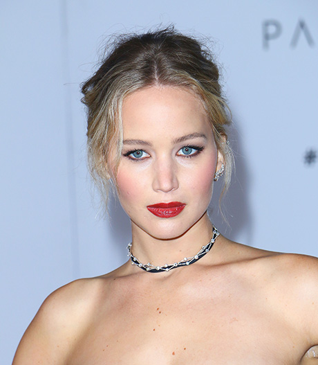 Jennifer Lawrence's Family Embarrassed By Her Relationship With Much Older Boyfriend Darren Aronofsky?