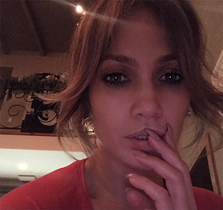 Rihanna Explodes Over Jennifer Lopez And Drake Romance: Unollows J-Lo on Instagram, Plans Revenge?