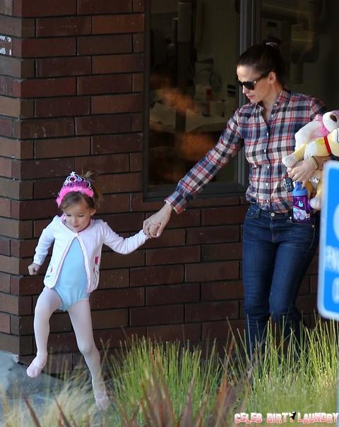 Ben Affleck Has Jennifer Garner Making Breast Feeding Excuses For Him