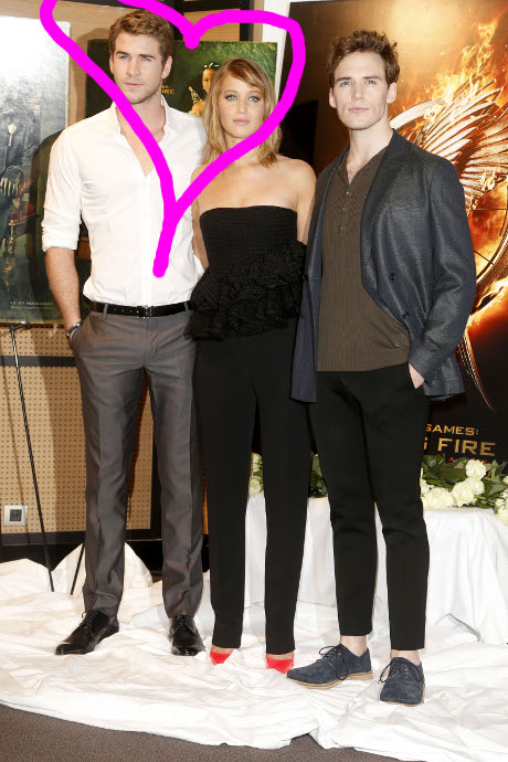 jennifer_lawrence_liam_hemsworth_hunger_games