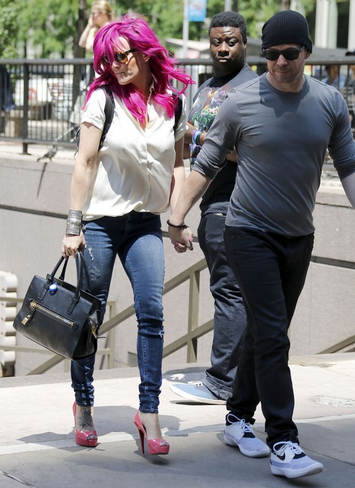 Jenny McCarthy and Donnie Wahlberg Marriage Trouble: Jenny Won't Let Donnie Wear The Pants, Divorce Looms?