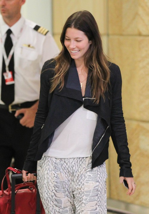 Jessica Biel Pregnant – Spotted With Baby Bump on Bondi Beach In Australia - Justin Timberlake a Father (PHOTOS)