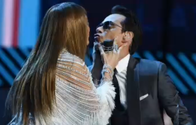 jlo-marc-anthony-kiss