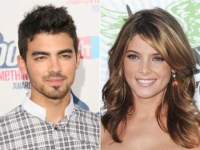 Joe Jonas & Ashley Greene's PDA-filled lunch date!