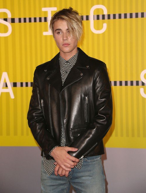 "Justin Bieber Discusses Dating Life on Ellen DeGeneres, Gives Selena Gomez No Credit For New Song ""What Do You Mean"""