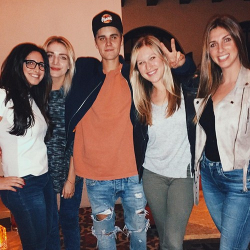 Justin Bieber and Selena Gomez Dating Reunion: Go Public With Piano Bar Serenade (VIDEO)