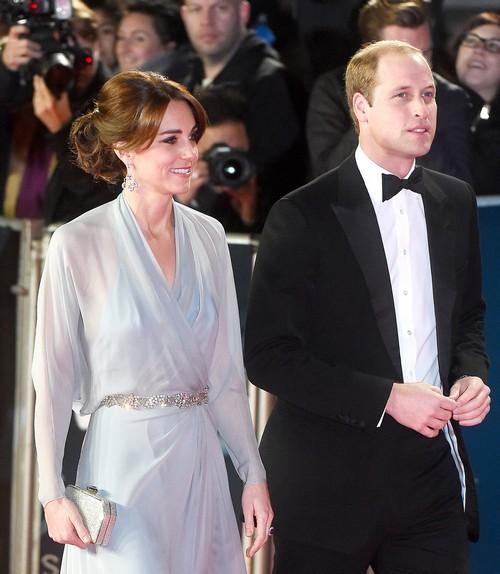 Kate Middleton Sheer Braless Dress Sends Message to Queen Elizabeth: Duchess of Cambridge Not Afraid (PHOTOS)