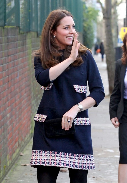 Pregnant Kate Middleton Visits Barlby Primary School With Baby Bump - Forced To Join Twitter and Instagram? (PHOTOS)