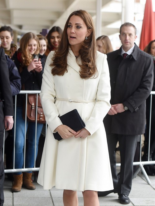 Kate Middleton Battling Queen Elizabeth: Warns Duchess Commoner Family Needs To Keep Quiet - James Middleton Upsets Monarch