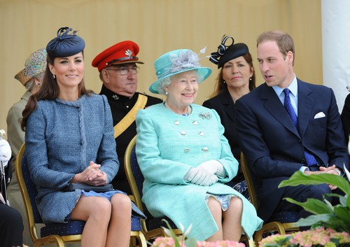Kate Middleton and Prince William as Next Queen and King - Queen Elizabeth Struggles With Choice?