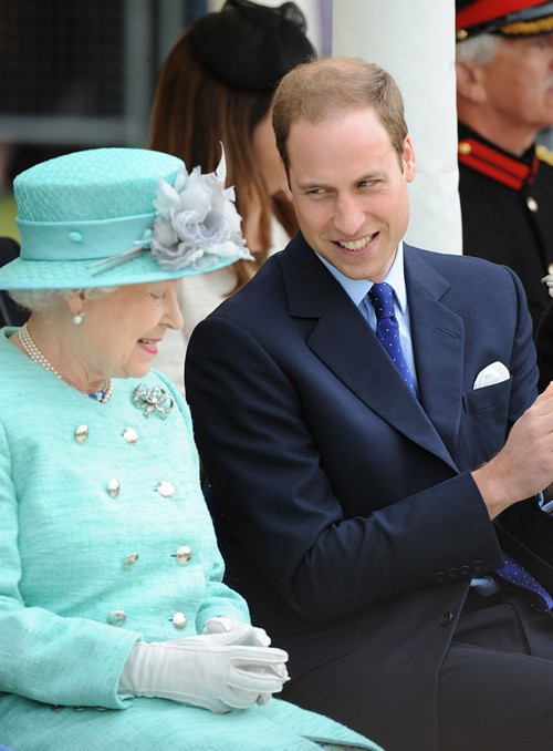 Kate Middleton Fights Queen Elizabeth Alone in Royal Feud, Prince William Sides With Grandmother?