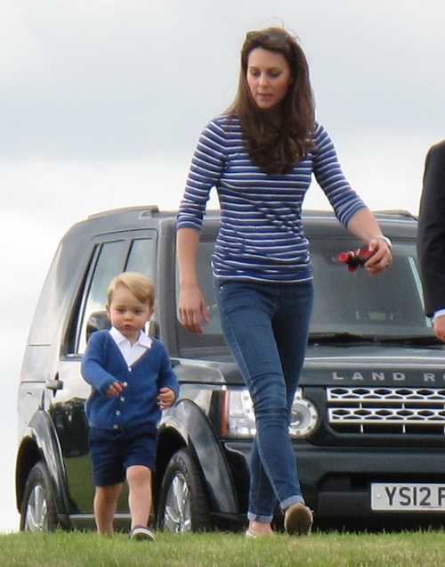 Kate Middleton Plays With Prince George At Polo Match: Reveals Baby Weight Loss 6 Weeks After Princess Charlotte Birth (PHOTOS)