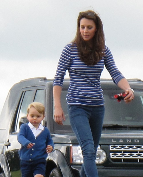 Kate Middleton Postpartum Depression Puts Third Baby Plans On Hold: Queen Elizabeth Makes it Worse!