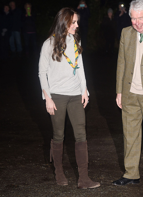 Kate Middleton Brainwashed By Carole Middleton To Distance Family From Royals - Queen Elizabeth's Christmas Ruined By Commoners!