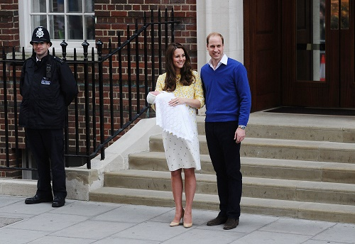 Kate Middleton Depressed After Giving Birth To Princess Charlotte – Prince William Can't Get Her To Leave The House!