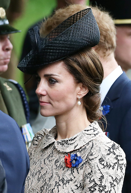 Queen Elizabeth Disgusted: Kate Middleton Weak, Royals Do Not Need Psychiatrists - Camilla Parker-Bowles Agrees