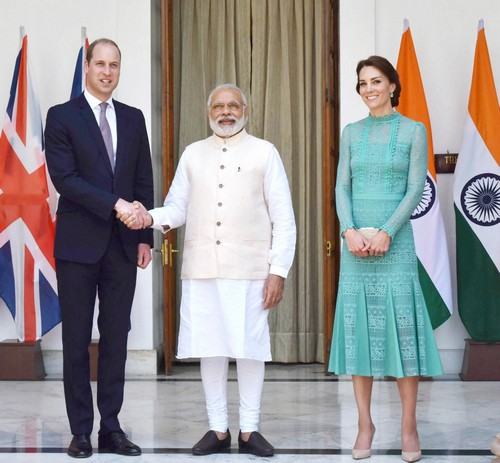 Kate Middleton Wardrobe Malfunction: Underwear and Bare Butt Exposed on India Trip - Queen Elizabeth Appalled