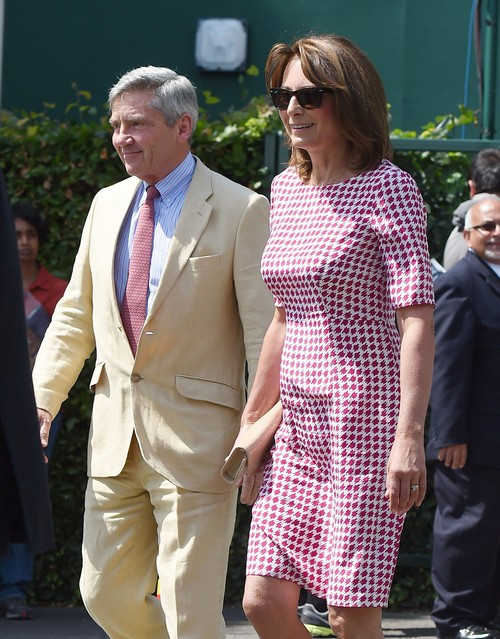 Kate Middleton Welcomes Parents Carole and Michael But Prince William Bored, Wants To Leave?