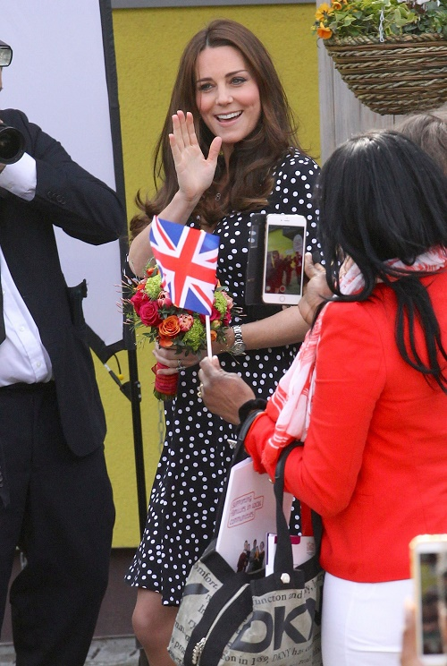 Kate Middleton Delivery Room Drama, Insists Prince Charles and Camilla Parker-Bowles See Baby Before Middleton Family?